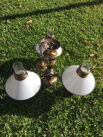 3 candeeiros branco vintage tipo candelabro antigo com suporte dourado