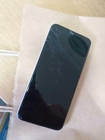 Samsung A20e a funcionar. Tem o écran partido