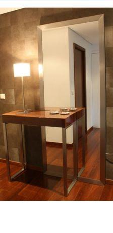 Consola em madeira sucupira com verniz alto brilho e espelho