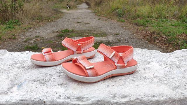 Круті жіночі сандалі Clarks Cloudsteppers Brizo Ravena