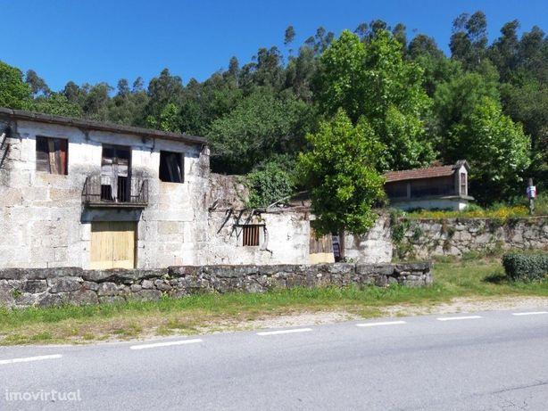 Quinta c/ 2 Casas (1 Habitável e 1 p/ Restauro) - Bouro Sta Maria