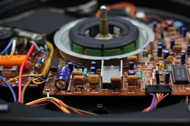Reparação e manutenção gira discos Technics, entre outros