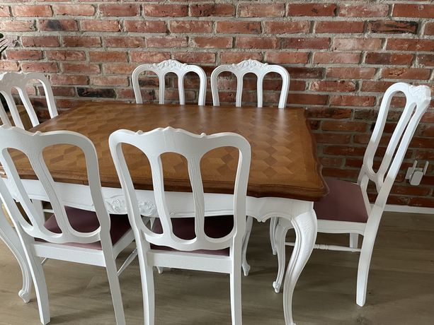 Stół dębowy rozkładany i 6 dębowych krzeseł po kapitalnej renowacji.