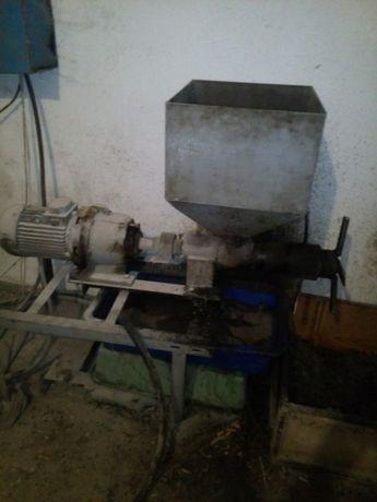 продам олійний прес(олійницю) і фільтр
