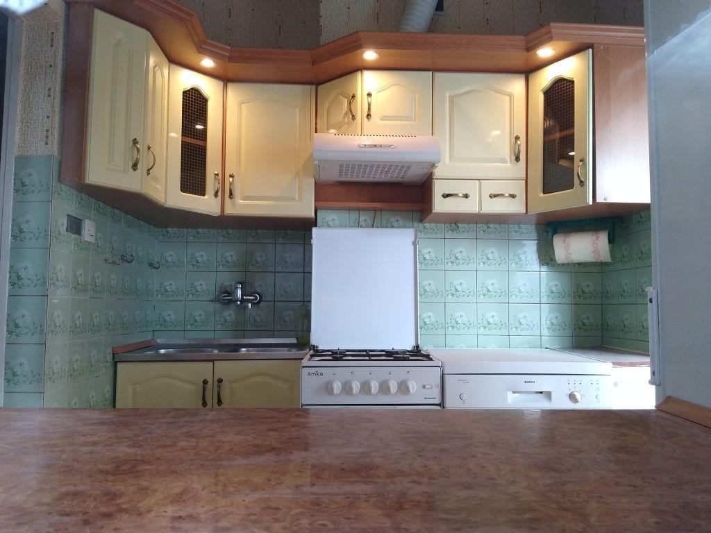 Meble kuchenne komplet z oświetleniem, okapem i zlewozmywakiem