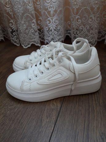 Кросовки білі