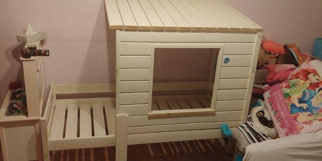 Drewniane łóżeczko domek .
