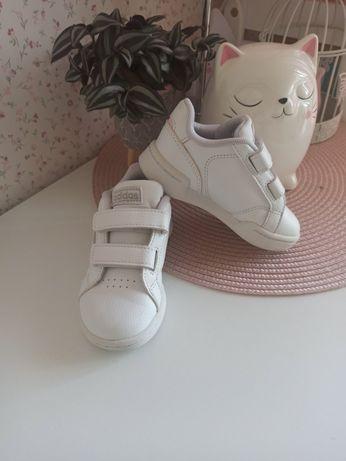 Białe buty sportowe adidas rozmiar 23 wkladka 14cm