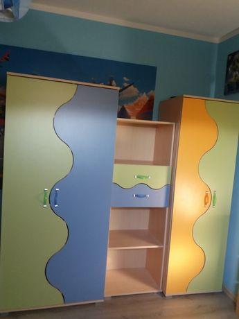 Dwie szafy, regał z szufladami i biurko. Stan bardzo dobry.