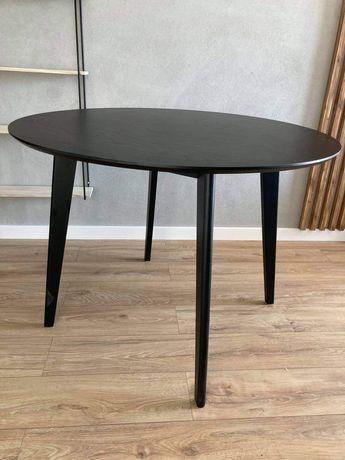 Czarny, drewniany, okrągły stół z dębu