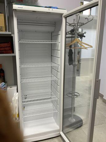 Холодильник-витрина с ключом
