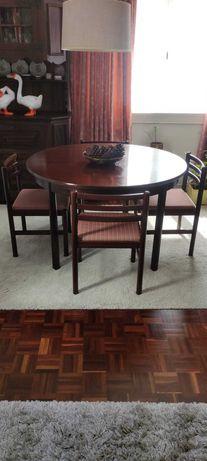 Cadeiras sala jantar em madeira mogno estofadas a tecido