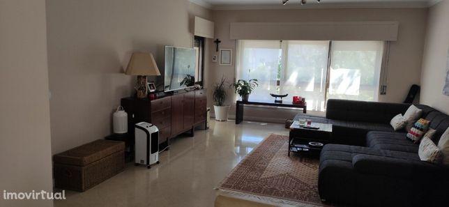 Apartamento T3 Miraflores