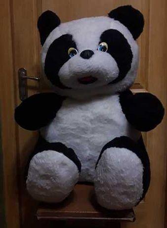 Большой плюшевый медведь панда.