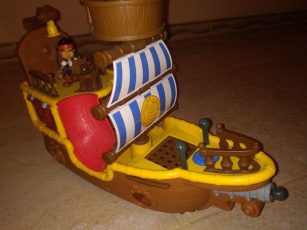 Zabawka Statek Kapitan Jake + figurka