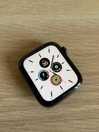 Apple Watch 5 (44 mm)