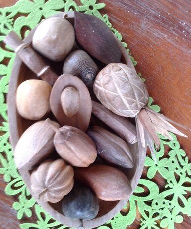 Fruteira frutos de diferentes madeiras