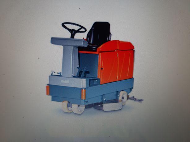 Wynajem maszyn myjących. Wynajem szorowarek  Hako, Hakomatic b45,b750r