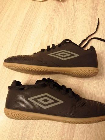 Buty sportowe chłopięce 38.5