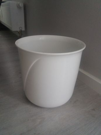 Doniczka ceramiczna .