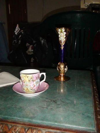 Chávenas e pires e Jarra em porcelana alemã e da ALKA BAVARIA