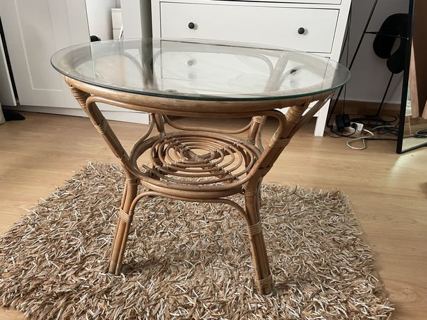 Mesa de bambu com tampo de vidro