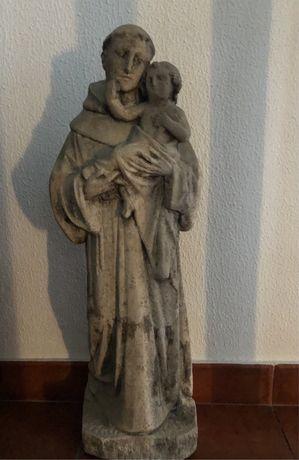 Santo Antonio antigo em pedra