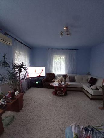 Продам дом пр.Юбилейный л/к, гараж 5соток земли