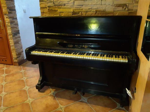 Pianino czarne L.Neufeld