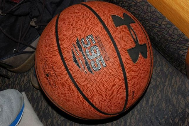 баскетбольный мяч Under Armour оригинал 28.5 состояние идеал