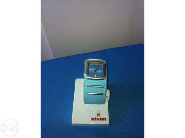 Vendo Relógio Nixon Duchess Novo na Caixa Original