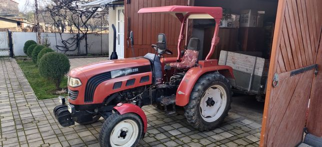 Трактор Foton 250