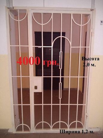 Тамбур.Тамбурная дверь,решетки.Перегородки.Металлическая дверь