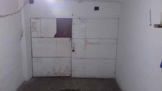 Продам гараж на Тернопiльська 17   в 5-поверховому кооперативi
