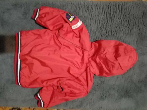 Czerwona kurtka chłopięca