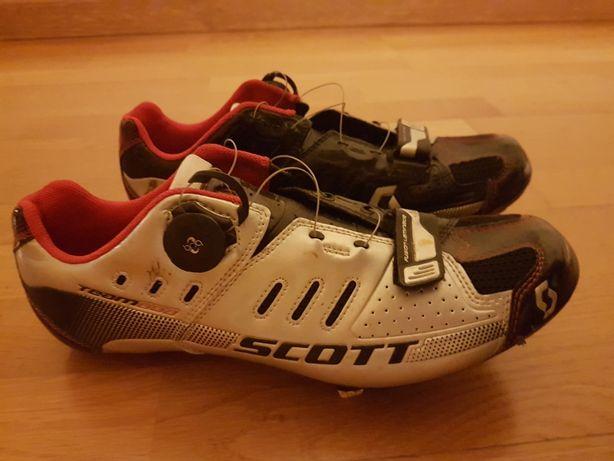 Sapatos de ciclismo e pedais
