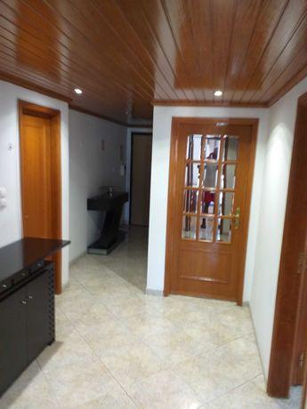 Arrendo quarto (individual) junto à estação de Metro de Odivelas