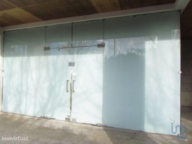 Loja - 84 m²
