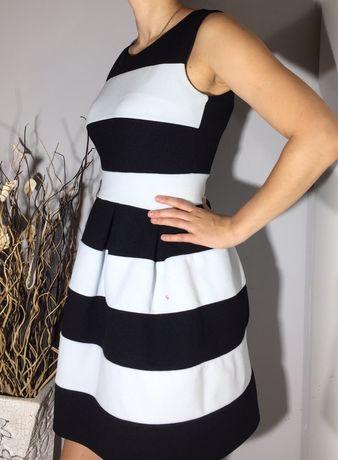 Czarno biała grubsza sukienka Miss One M