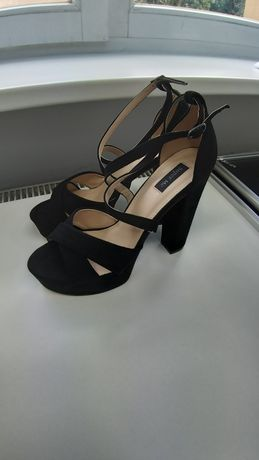 Nowe buty na słupku czarne sandały szpilki zamsz 40