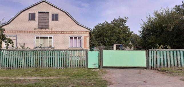 Продам два дом во дворе