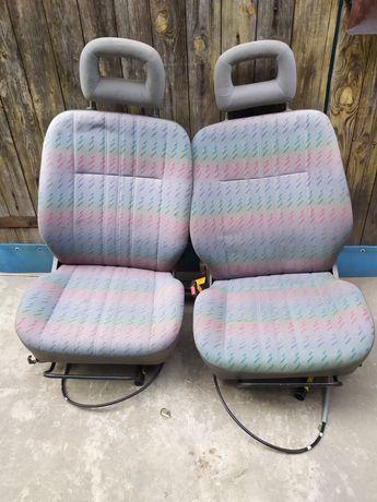 Відкидні автомобільні сидіння