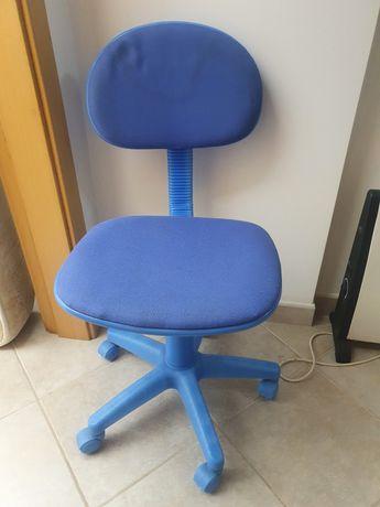 Cadeira com rodas azul