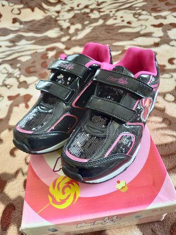 Кросівки дитячі дівочі.