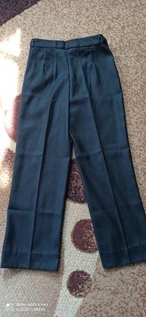 Продаються класичні дитячі брюки