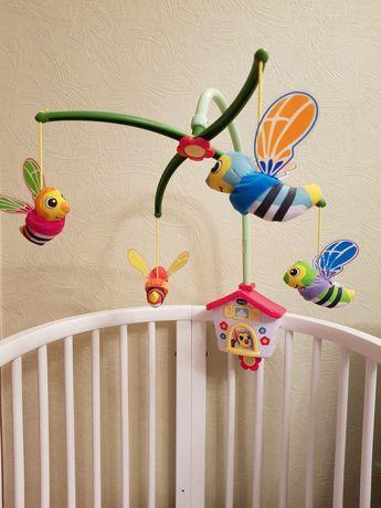 """Музыкальный мобиль Chicco """"Пчелиный домик"""" для детской кроватки."""