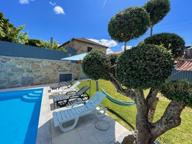 Casa rústica com piscina privada perto do Gerês