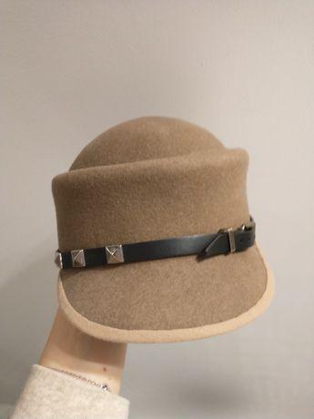 Ręcznie robiona czapka beret kaszkiet z filcu