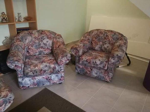 2 sofás pequenos