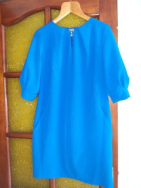 Ярко синее платье